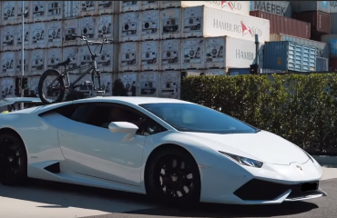 Lamborghini Huracan with a SeaSucker Talon 1-Bike Rack